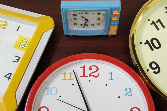clock-946934_640